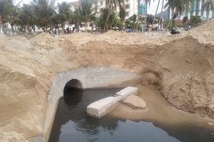 Ai đang xả nước thải ngay giữa bãi tắm Nha Trang