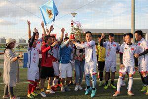 Kết nối cộng đồng Việt bằng bóng đá