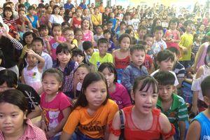 Hơn 1.000 con em công nhân khó khăn tham gia hội trăng rằm