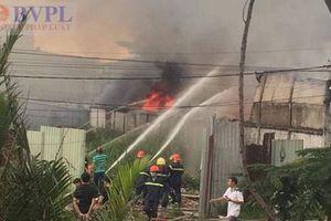 Nhà xưởng bốc cháy dữ dội, nhiều tài sản bị thiêu rụi