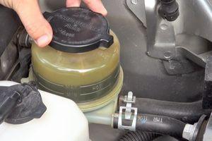 3 nguy cơ khi lười thay dầu phanh ô tô
