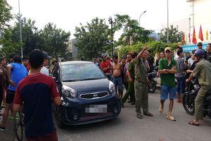 Người đàn ông để lại 2 lá thư rồi treo cổ tự tử trong công viên ở Sài Gòn