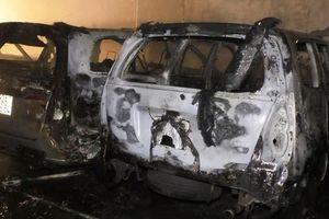 Đà Nẵng: Gara ô tô bất ngờ bốc cháy, nhiều xe bị thiêu rụi