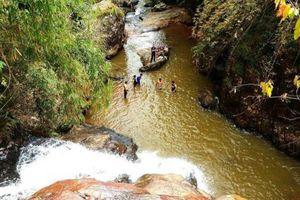 Du khách người Hàn tử nạn khi leo thác tại Đà Lạt