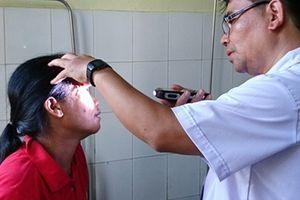Khám chữa bệnh miễn phí cho bệnh nhân người Lào