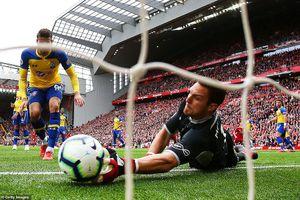 Đè bẹp Southampton, Liverpool tạm chiếm ngôi đầu Premier League