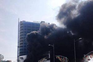 Cháy lớn trung tâm thương mại cao nhất TP Yên Bái, khói lửa bốc cao cả chục mét