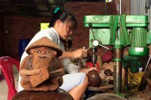 Độc đáo đèn lồng Trung thu làm bằng gáo dừa