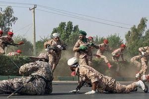 Quân đoàn vệ binh cách mạng Iran thề đáp trả vụ xả súng ở lễ duyệt binh