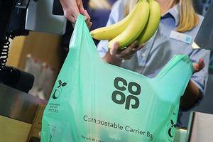 Chuỗi siêu thị Co-op của Anh ngừng sử dụng túi nilon