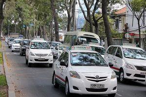 Tạm hoãn phiên tòa xét xử vụ kiện giữa taxi Vinasun và Grab