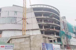 3 công nhân rơi từ tầng cao công trình trung tâm thương mại ở Sài Gòn