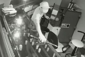 Truy tìm kẻ đột nhập tiệm vàng ở Hà Tĩnh lúc rạng sáng