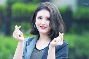 'Búp bê sống' 10X đầu quân cho YG và lời ám chỉ vi phạm kỷ luật