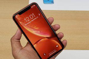 Apple cố ý bán ra iPhone XR muộn hơn?