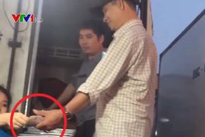 Vụ 'bảo kê' chợ Long Biên: Tạm đình chỉ công việc 4 người liên quan
