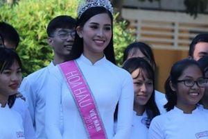 Hoa hậu Trần Tiểu Vy tặng 20 suất quà cho học sinh trường cũ