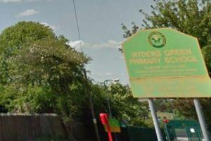 'Mẹ mìn' cố bắt cóc trẻ em ngoài cổng trường giữa ban ngày