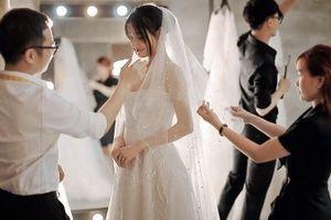 Cận cảnh váy cưới tuyệt đẹp của Nhã Phương trước hôn lễ