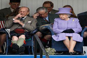 Những khoảnh khắc ngượng ngùng của các thành viên Hoàng gia Anh