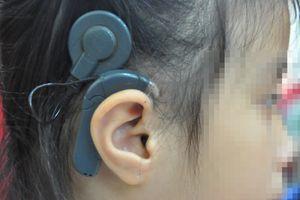 Đeo tai nghe quá nhiều khiến người trẻ bị giảm thính lực