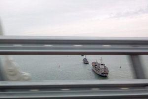 Máy bay Mỹ bảo kê tàu chiến Ukraine tiến vào Crimea