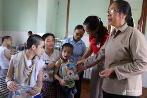Trao 40 suất quà Trung thu cho trẻ khuyết tật
