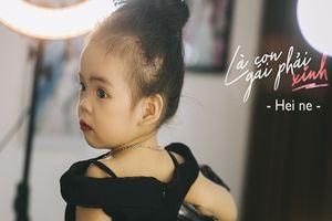 Bé gái 2 tuổi đẹp kiểu quý cô, đốn tim các ông bố bà mẹ trẻ