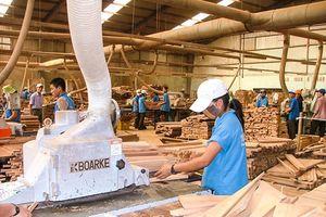 Ngành may và gỗ trước cuộc chiến thương mại: 'Thuận buồm' nhưng không 'xuôi gió'