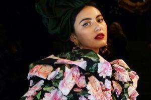Sức cuốn hút ma mị của ma nữ Mai Davika trên sàn catwalk Milan Fashion Week