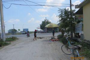 TP HCM: Xe tải cán nát xe đạp, cụ ông tử vong tại chỗ
