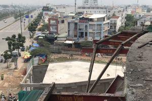 Rơi từ tầng 4 Giga Mall Phạm Văn Đồng, 3 công nhân bị thương nặng