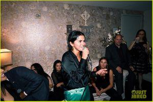 Selena rạng rỡ, đến Las Vegas dự buổi hòa nhạc của Jennifer Lopez