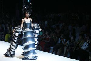 Nhà thiết kế Junko Koshino đưa bộ sưu tập đến Hà Nội sau 14 năm