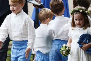 Hoàng tử George và công chúa Charlotte làm lu mờ nhân vật chính khi dự đám cưới