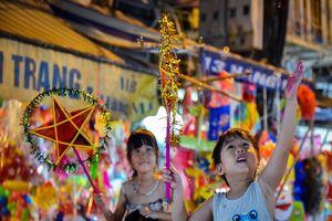Tổng hợp hình ảnh vui chơi Trung Thu ấn tượng của người dân châu Á