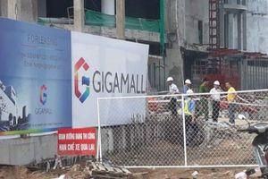 Sau vụ 3 người rơi xuống đất, công trình trung tâm thương mại bị 'sờ gáy'