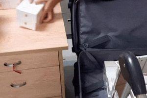 Clip đếm mỏi tay 250 chiếc iPhone Xs nhập trái phép qua Tân Sơn Nhất