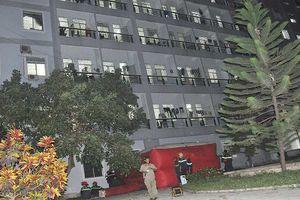 Giải cứu thành công người đàn ông trèo lầu 7 bệnh viện Quảng Ngãi đòi tự tử