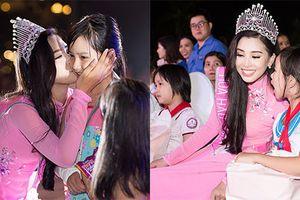 Hoa hậu Trần Tiểu Vy xuất hiện xinh đẹp tại quê nhà