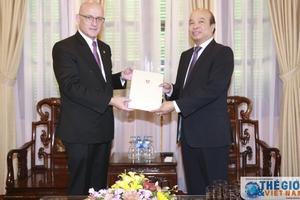 Trao Giấy Chấp nhận lãnh sự cho Tổng Lãnh sự Thụy Sỹ tại Thành phố Hồ Chí Minh