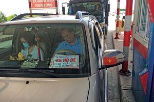 Bộ Nông nghiệp đề nghị Bộ Công an xử lý ôtô dùng biển 'xe hộ đê' giả