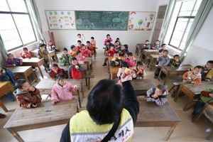 Hiệu trưởng trường mầm non bị bắt vì cho học sinh ăn gạo mốc