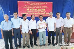 Trao hỗ trợ xây nhà cho thân nhân liệt sỹ và nhà Đại đoàn kết ở Tân Kỳ, Nam Đàn