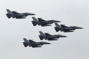 Bất chấp cảnh báo của Trung Quốc, Mỹ vẫn bán khí tài cho Đài Loan