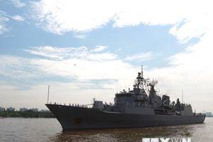 Hình ảnh tàu Hải quân Hoàng gia New Zealand cập cảng Sài Gòn