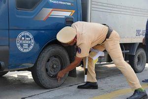 CSGT siết kiểm tra vỏ xe, phanh… của ô tô trên đường