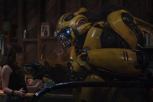 Trailer chính thức của 'Bumblebee': Bé Bee bị truy nã, John Cena vật Hailee Steinfeld xuống đất