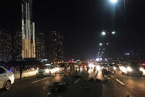 TP. HCM: Đôi nam nữ chết thảm trên cầu Sài Gòn do chạy xe máy vào làn đường ô tô