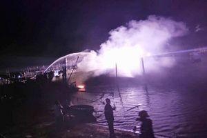 Một tàu cá của ngư dân Quảng Nam bị thiêu rụi